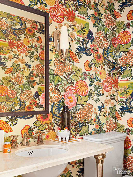 Imagine the surprise guests receive when they open the door to this powder room ...