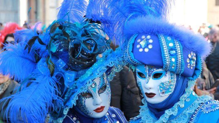 Blue Masks Venice Carnival  #Blue #Carnival #Masks #Venice #wallpaper #desktopwa...