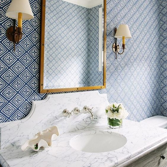 7 inspirations for marble and wallpaper bathroom designs