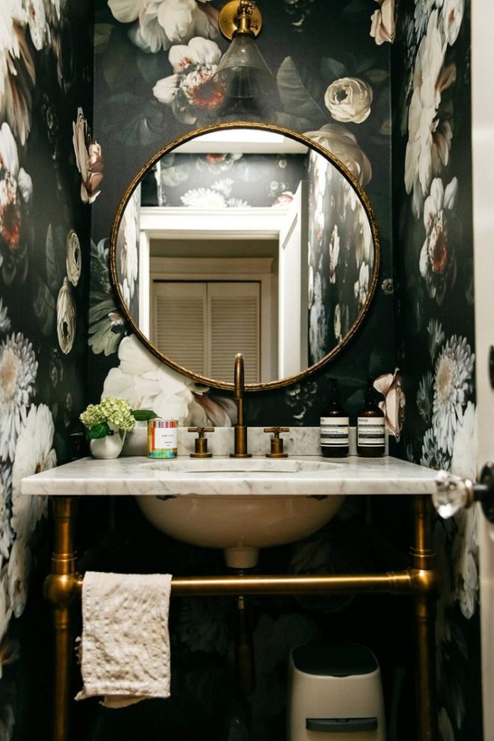Exactly How to Get Emily Schuman's Glam Guest Bathroom Style