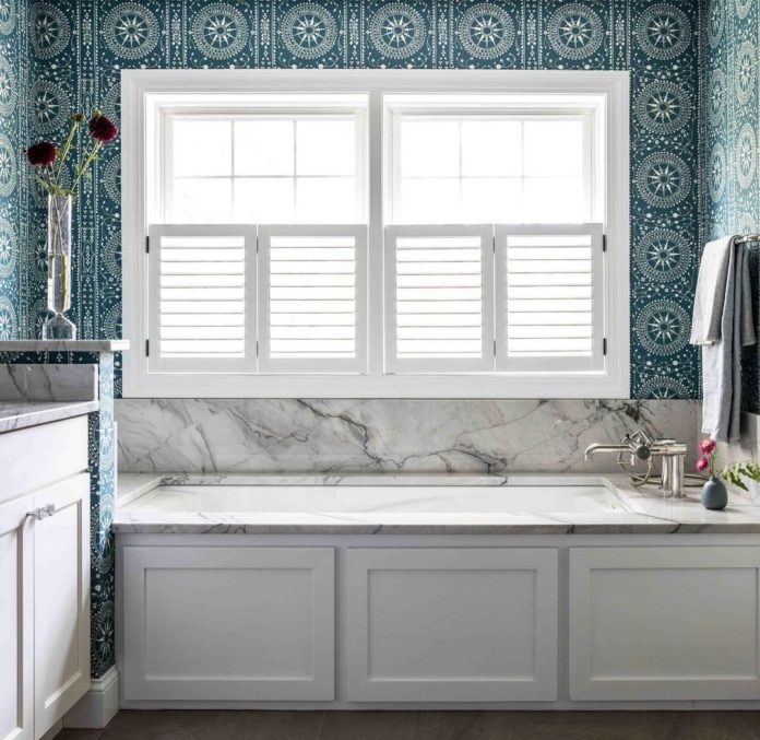"Peter Dunham Textiles on Instagram: ""Yes please! Enviable bathroom by @tylerelizabethkaru with our Leila wallpaper ✨#pdleila #pdwallpaper"""
